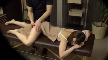 หนังโป๊javสาวๆญี่ปุ่นเขานิยมนวดกันเลยมีคลิปโป๊ที่ลูกค้าสาวสวยโดนหมอนวดชายข่มขืนอยู่บ่อยๆ