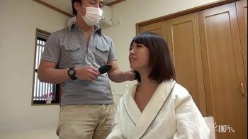 สาวอวบนมอย่างใหญ่ โดนพระเอกหนังโป๊ญี่ปุ่น ซัดจนเสียวซ่านในห้องแต่งตัว