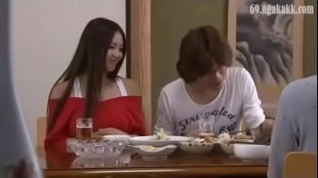 พาแฟนสาวของตัวเองมากินเหล้าบ้านเพื่อน โดนเพื่อนจับxxxอย่างทารุนหีแหกหีxxxสดแตกในไม่มีเกรงใจเพื่อน
